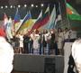 Это мы на сцене конференции с флагом России.